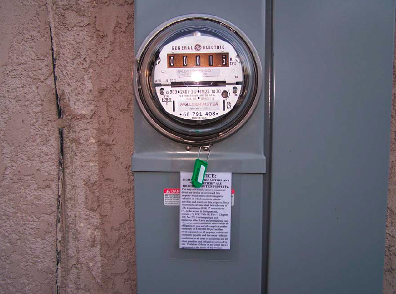 The basic analog meter that JN obtained from freedomtaker.com  SCE threatened him with disconnection and levied hundreds in fines.