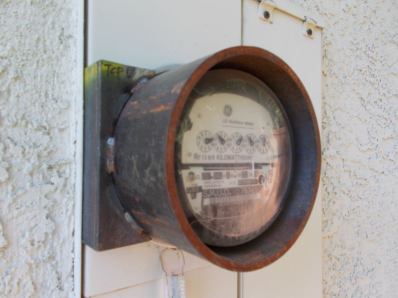 Analogue Meter Vs Smart Meters : 'old ironsides provides a secure analog meter defense